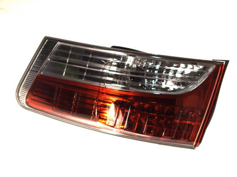 Lampa stop Toyota Avensis Limuzina (Zrt27, Adt27) Valeo 043957, parte montare : Dreapta, Partea exterioara, LED