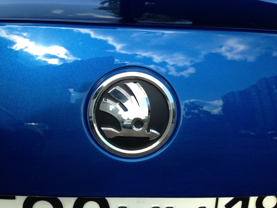 Emblema auto Skoda Fabia 2 04.2010-03.2015, Rapid 10.2012-, Roomster/Praktik 04.2010-, cod 5J0853621A AUL , spate